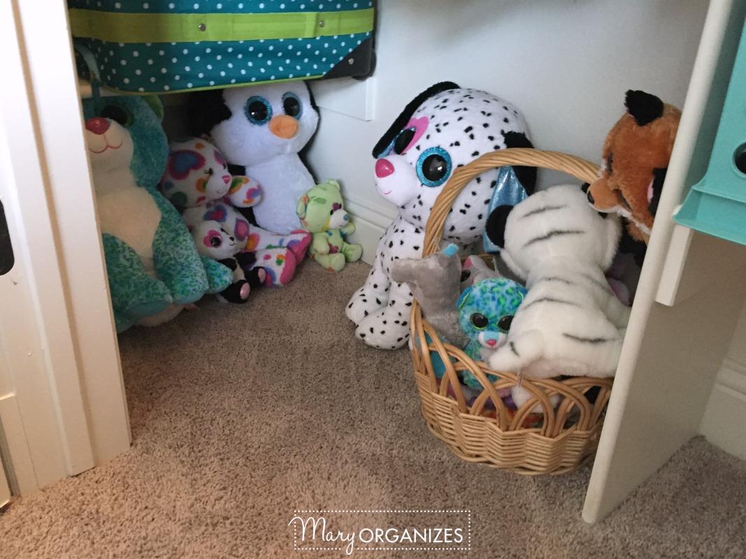 Girls Room Tour - 9 Stuffed Animals