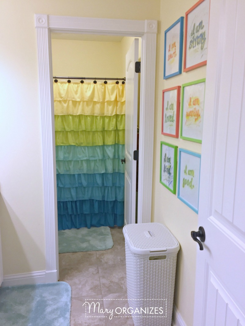 Tour the Girls Bathroom - 12