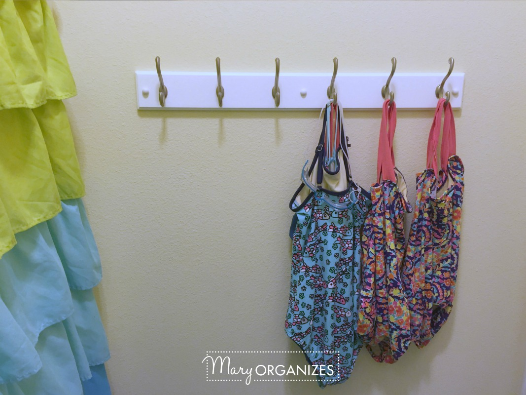 Tour the Girls Bathroom - 14