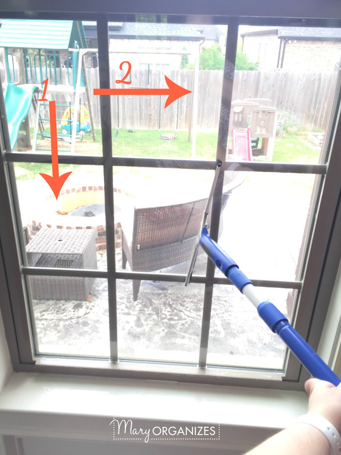 Two Ways To Clean Windows - squeegee -v