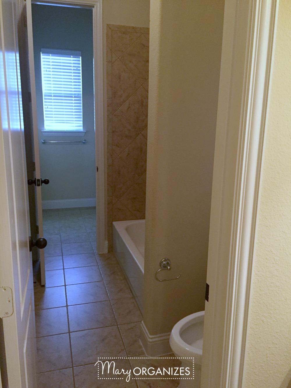 girls-suite-bathroom-before-1-mary-organizes