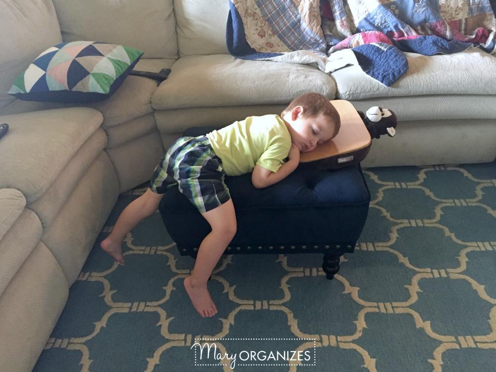 sleepy-baby-mary-organizes